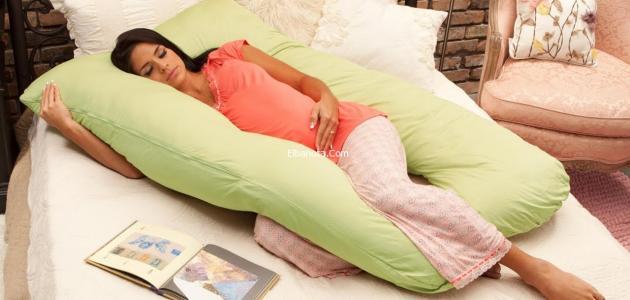 أفضل وضعية نوم للحامل في الشهور الأولى