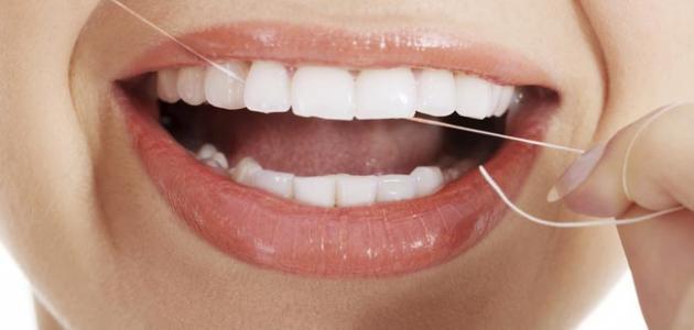 طريقة استخدام خيط الأسنان
