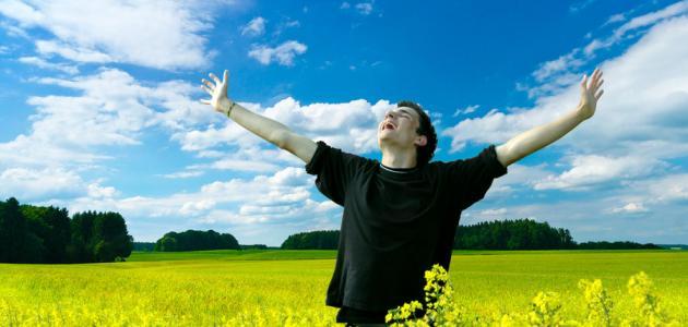 كيف يكون الإنسان سعيداً في حياته