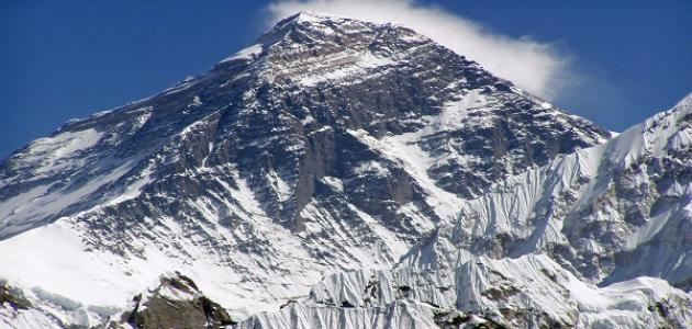 أين تقع أعلى قمة جبل في العالم حروف عربي