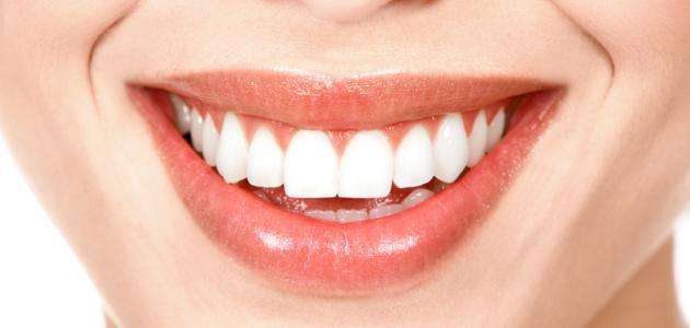 أفضل طريقة لتبيض الأسنان