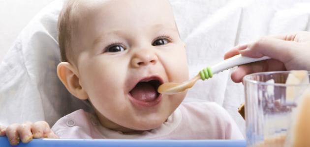 طرق تغذية الأطفال الرضع
