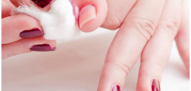 طريقة إزالة طلاء الأظافر